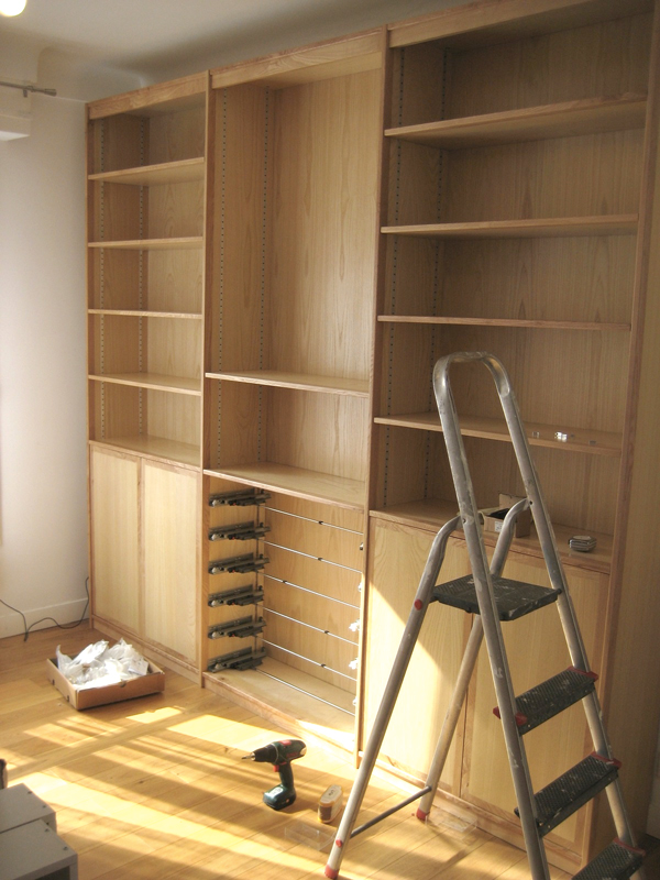 biblioth que sur mesure aux lignes pur es cr ation atelier etienne bois. Black Bedroom Furniture Sets. Home Design Ideas